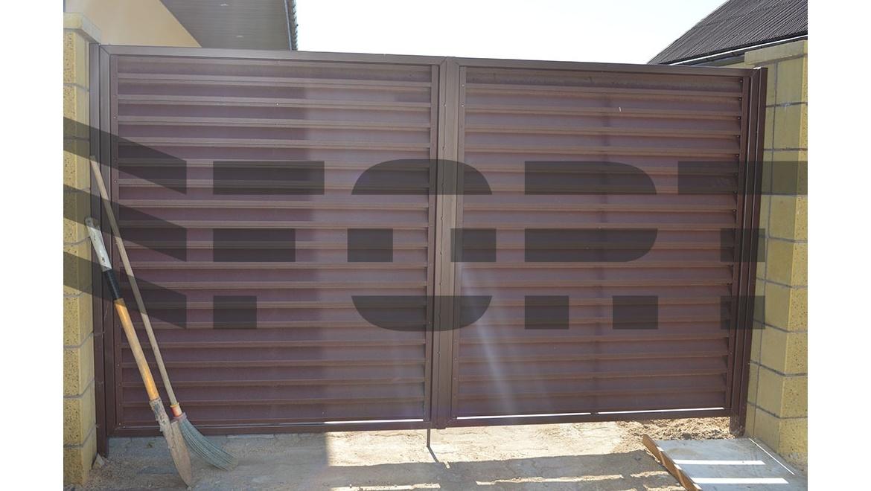 Забор жалюзи красный fort lux для дома