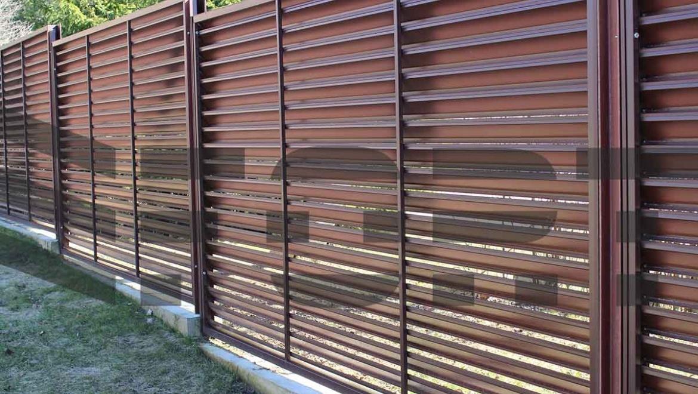 Забор жалюзи металлический fort lux для частного дома