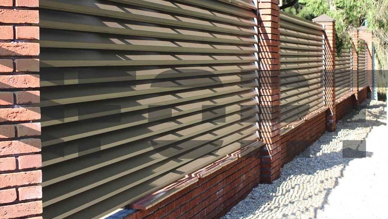 забор жалюзи металлический fort lux для дачи