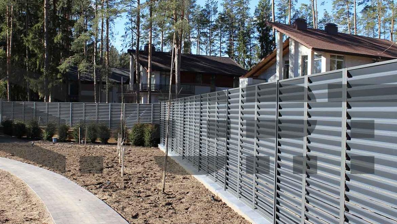 забор жалюзи металлический fort comfort для дома